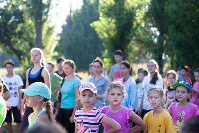 Дети в детском летнем лагере Альбатрос