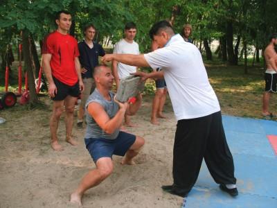 Ван Тунчин объясняет, как тренироваться с поднятием тяжестей
