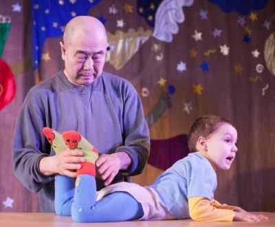 Му Юйчунь на семинаре с детьми ДЦП